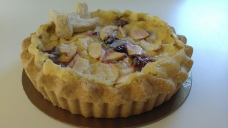 apple-roasted-plum-vanilla-tart